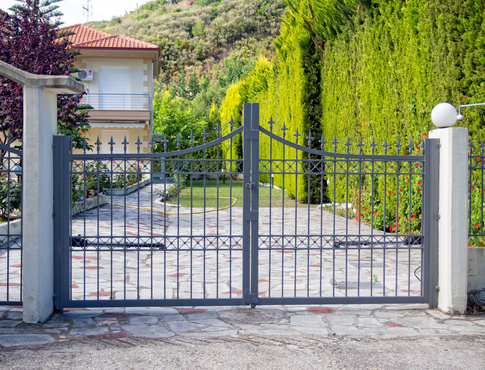 Comment monter des poteaux de portail ?
