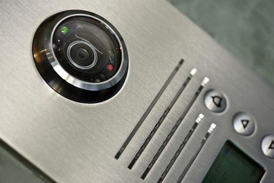 Comment brancher un visiophone avec un portail électrique ?